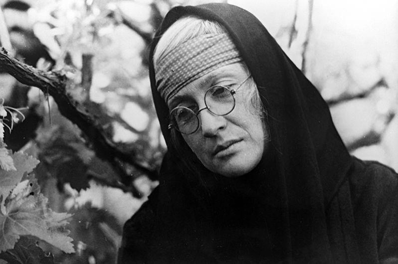 Софико Чиаурели в роли Сидонии в фильме «Тепло твоих рук». Режиссеры Нодар Манагадзе, Шота Манагадзе. 1971 год.