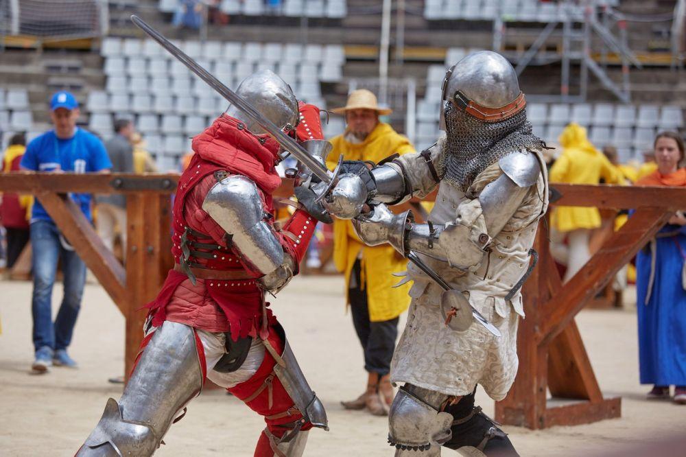 Фрагмент боя в номинации «Триатлон», раунд «Длинный меч» с бойцом из Молдовы - отборочный круг