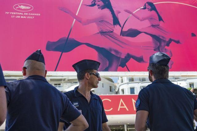 Наблюдателей иучастников Каннского фестиваля эвакуируют после сообщения обомбе