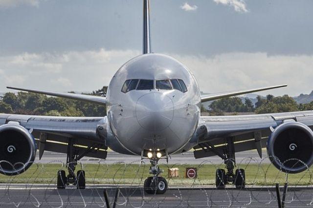 Австралийский самолет вернулся в аэропорт США из-за перегрева двигателя
