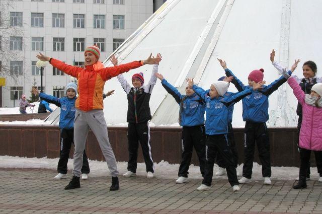 Студенты тюменского колледжа проводят физкультминутки