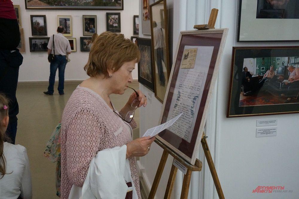 Посетители могли ознакомиться с редкими экспонатами галереи.