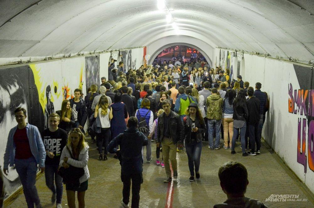 Подземный переход на Плотинке.
