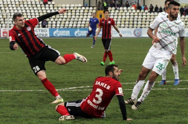 Пермские футболисты в полную силу начали играть лишь во втором тайме.