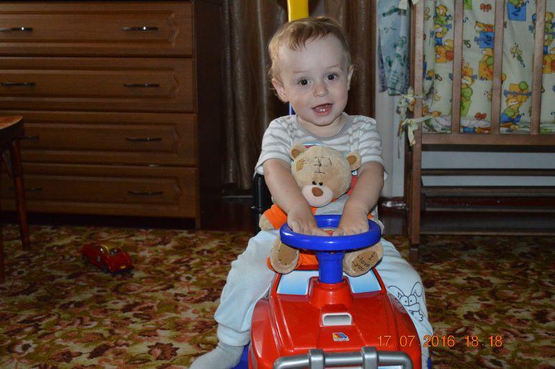 Кульдяйкин Роман, рожден 26 июля 2015 года. Сейчас ему 1,9. Самая любимая игрушка - это его машина, на которой он сидит на фото.