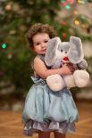 Казакова Арина, 2 года. Любимая игрушка - зайка.