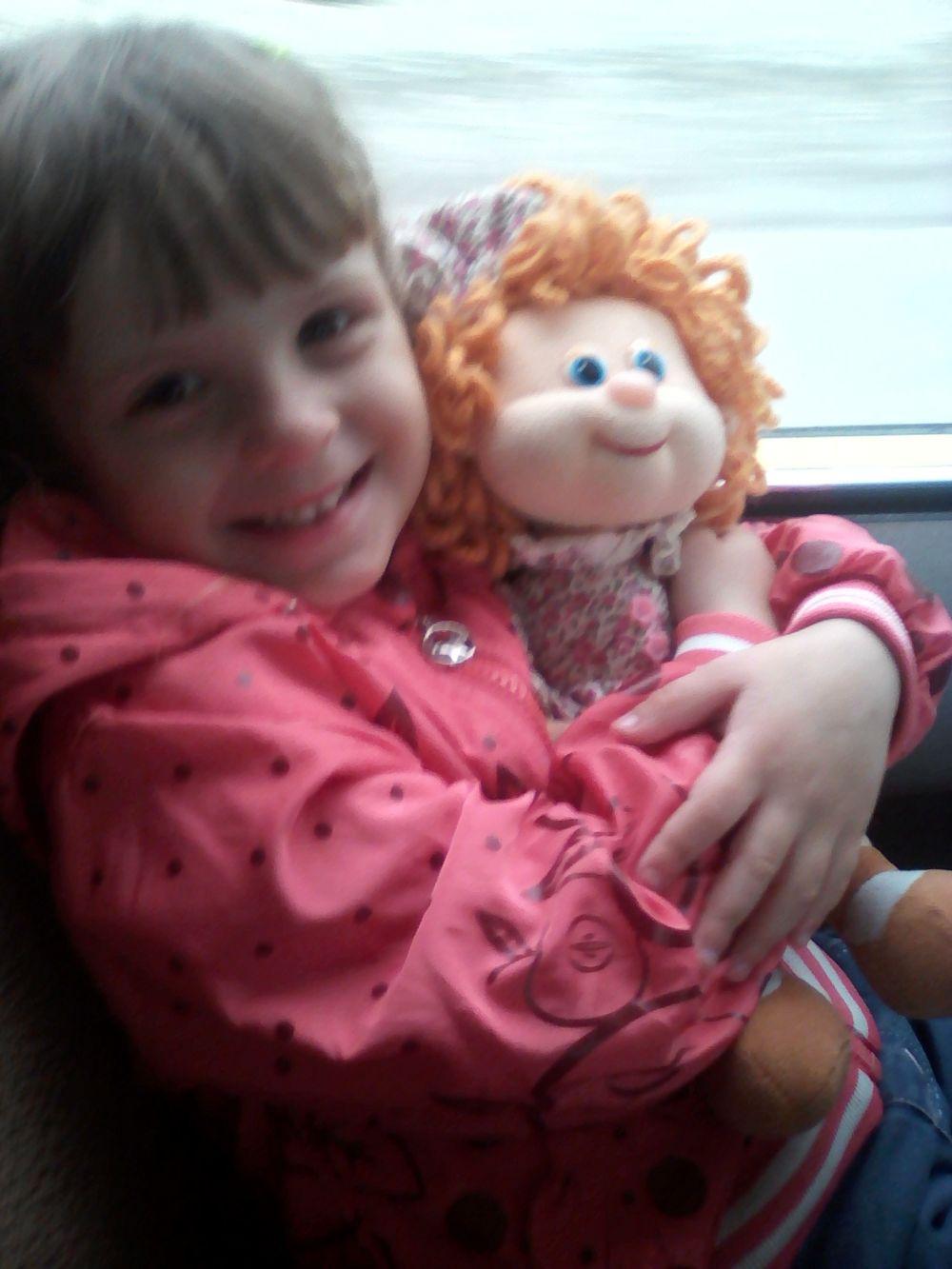 Алексенцева Мария, 3,6 года. Кукла мягкая Соня. Мне куколку подарили в День Рождения 1 годик. Куколка музыкальная, везде беру ее с собой. И спит она со мной.