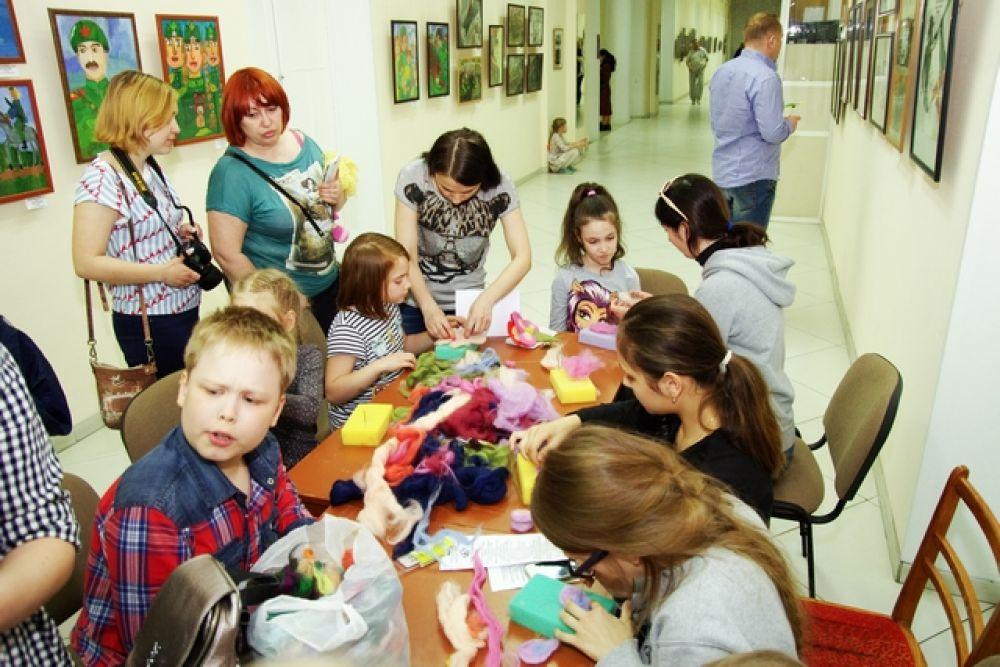 А в новосибирском государственном художественном музее проходила программа «Цветочный карнавал» с мастер-классами по флористике.