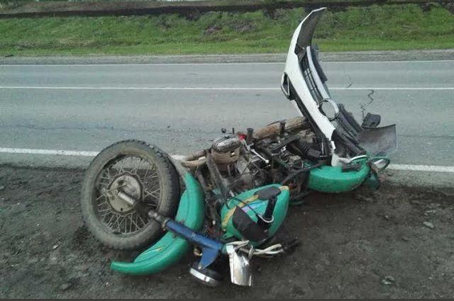 На трассе Тюмень - Каменка пьяный мотоциклист без прав переломал себе рёбра