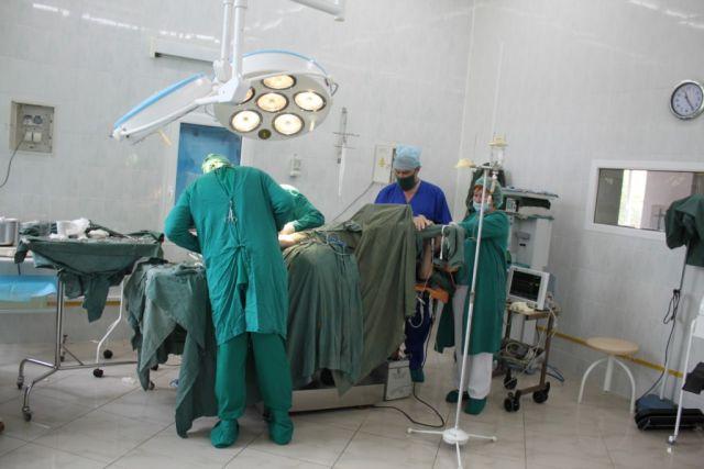 Сложнейшая операция проводилась под местным наркозом.