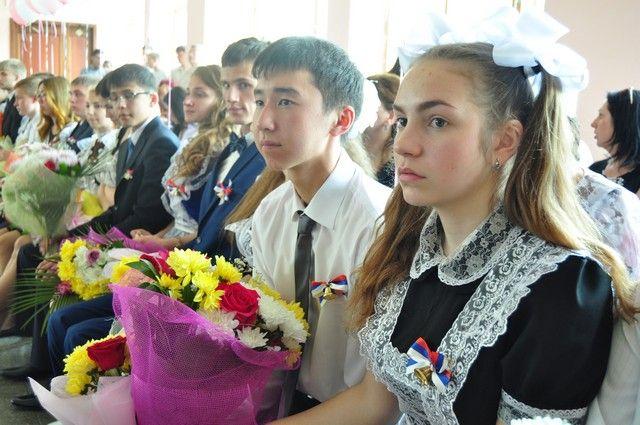 Выпускники школы №94 и гимназии №6 будут отмечать окончание учёбы только в выпускной вечер.