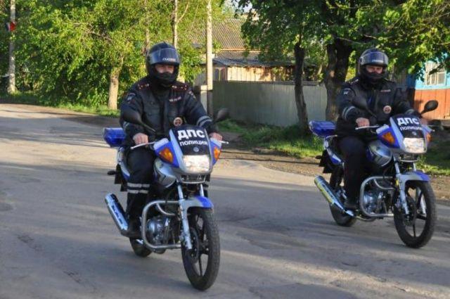 Полицейский на мотоцикле попал в ДТП