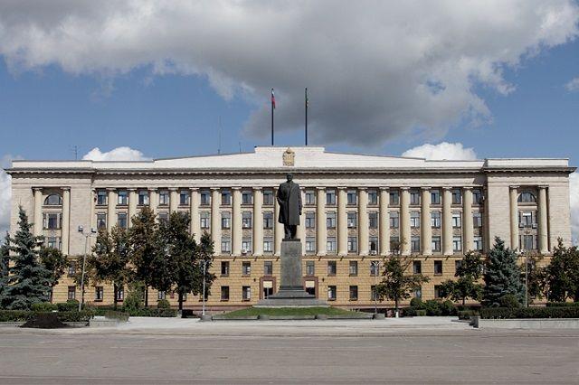 Губернатор подчеркнул, что особое внимание необходимо уделить общей концепции оформления площади.