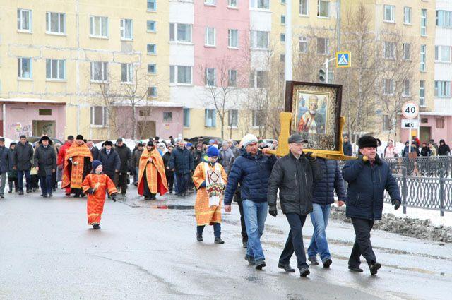 В Надыме прошел крестный ход в честь Святителя Николая Чудотворца.