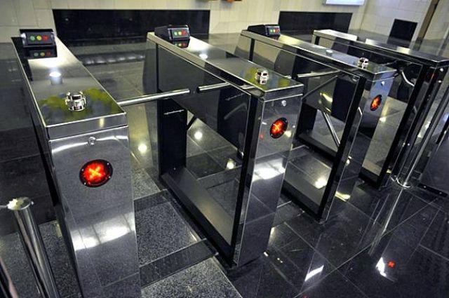 Вкиевском метро еще начетырех станциях установят турникеты без жетонов
