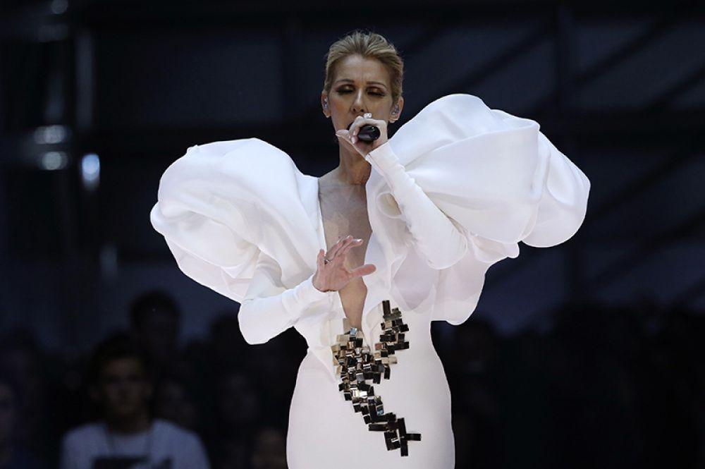 Одним из самых ярких моментов шоу стало выступление певицы Селин Дион, которая исполнила знаменитую песню из кинофильма «Титаник» «My Heart Will Go On».