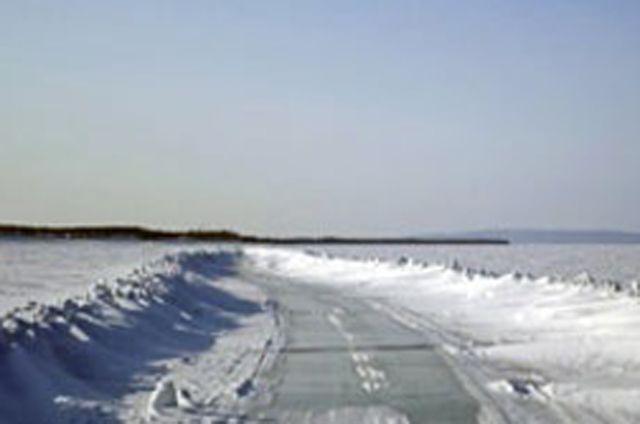 Дорожники расчистили подъезд к Аксарке.