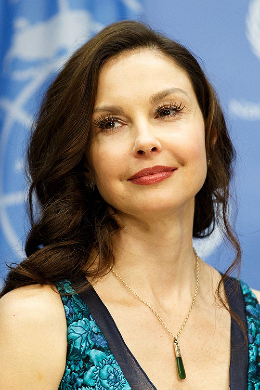 Эшли Джадд, наиболее известная по главным ролям в кинофильмах «Целуя девушек», «Двойной просчёт», «Особо тяжкие преступления» и «Амнезия».