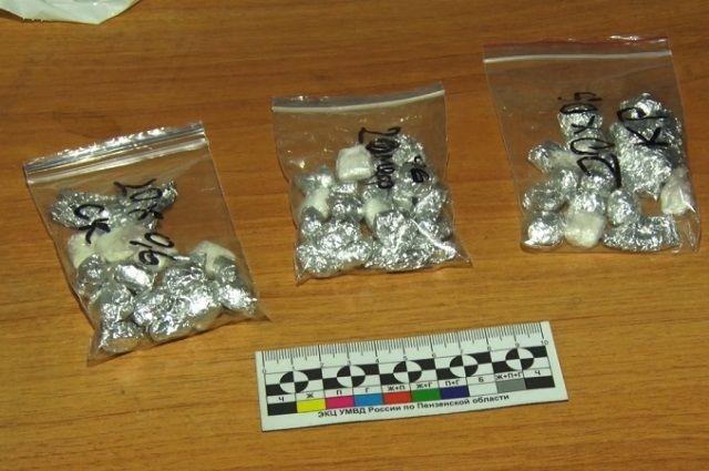 Из незаконного оборота было изъято около 200 граммов гашиша и свыше 100 граммов амфетамина.