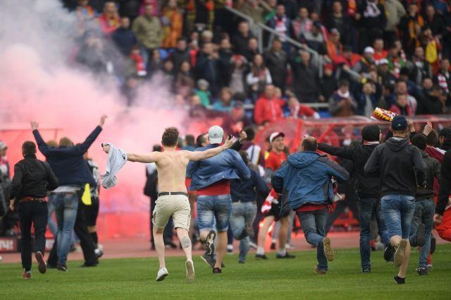 Фанаты «Спартака» устроили дебош вТуле после разгрома команды «Арсеналом»