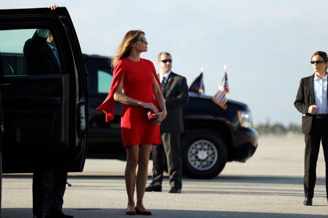 Супруга Трампа отказалась взять его за руку во время визита в Израиль