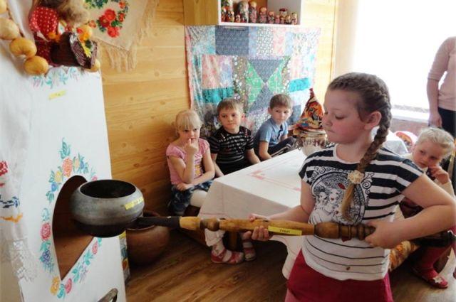 Детей кормили запрещенными продуктами.
