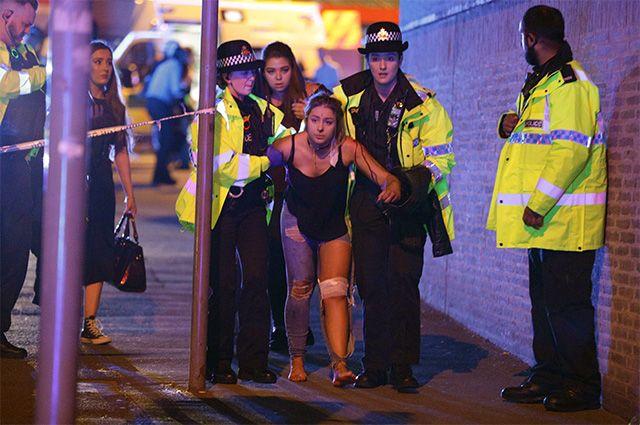 «Везде лежали тела». Взрыв на концерте в Манчестере унес не менее 19 жизней