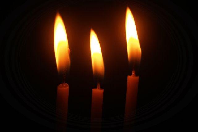 ВНарымском сквере зажгли свечки впамять опропавших детях