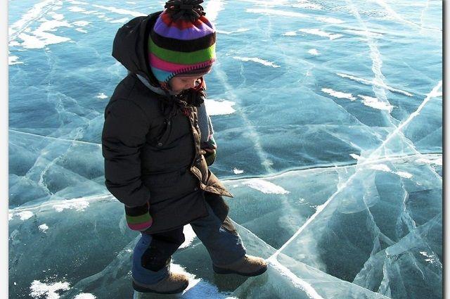 Спасатели предупреждают ямальцев, что лед на водоемах стал слишком хрупким.