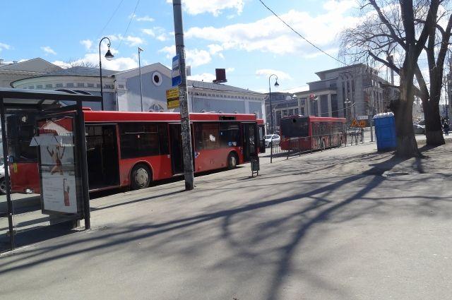 ВКазани автобус врезался втрамвай, трое пассажиров пострадали