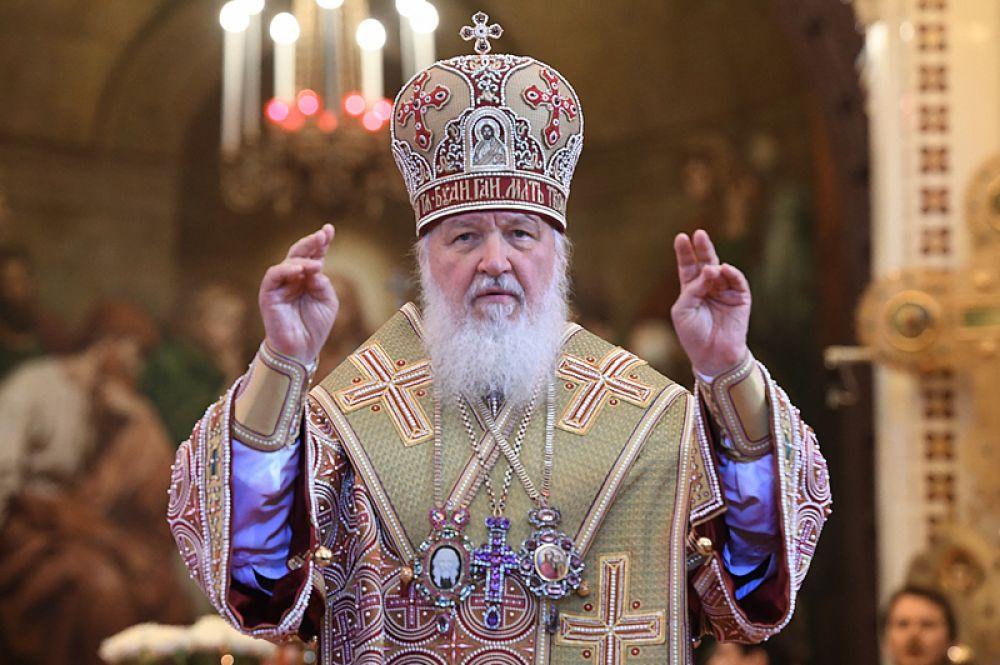 Патриарх Московский и всея Руси Кирилл во время богослужения в храме Христа Спасителя.