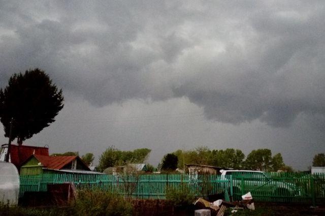 На Кемеровскую область надвигаются грозы и ветер.