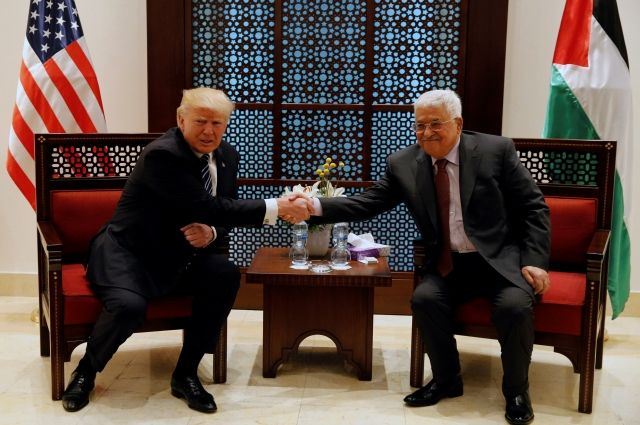 Трамп проводит переговоры с главой Палестины Аббасом