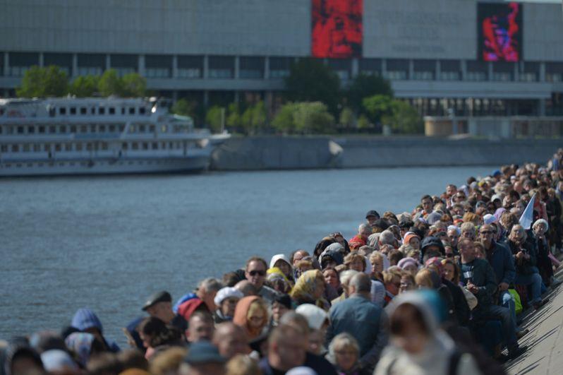 Доступ к мощам открыт в храме Христа Спасителя с 23 мая по 12 июля ежедневно с 8:00 до 21:00. Затем мощи отправятся в Санкт-Петербург.
