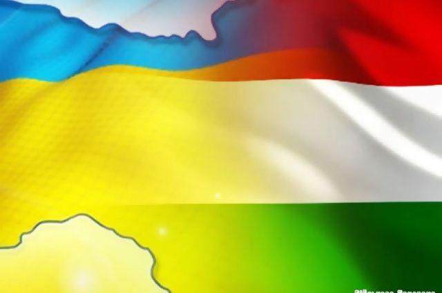 Украинские националисты снесли стелы снадписями навенгерском вЗакарпатье