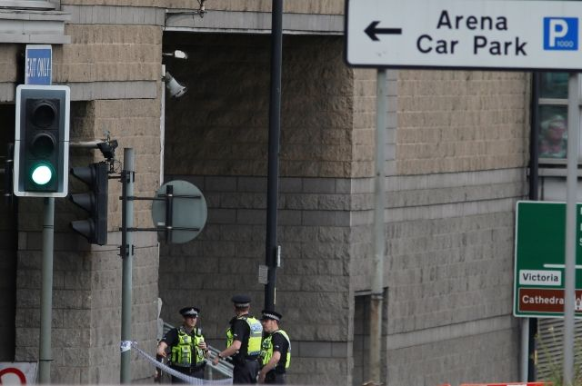 Юнкер пообещал ответный удар терроризму после взрыва в Манчестере