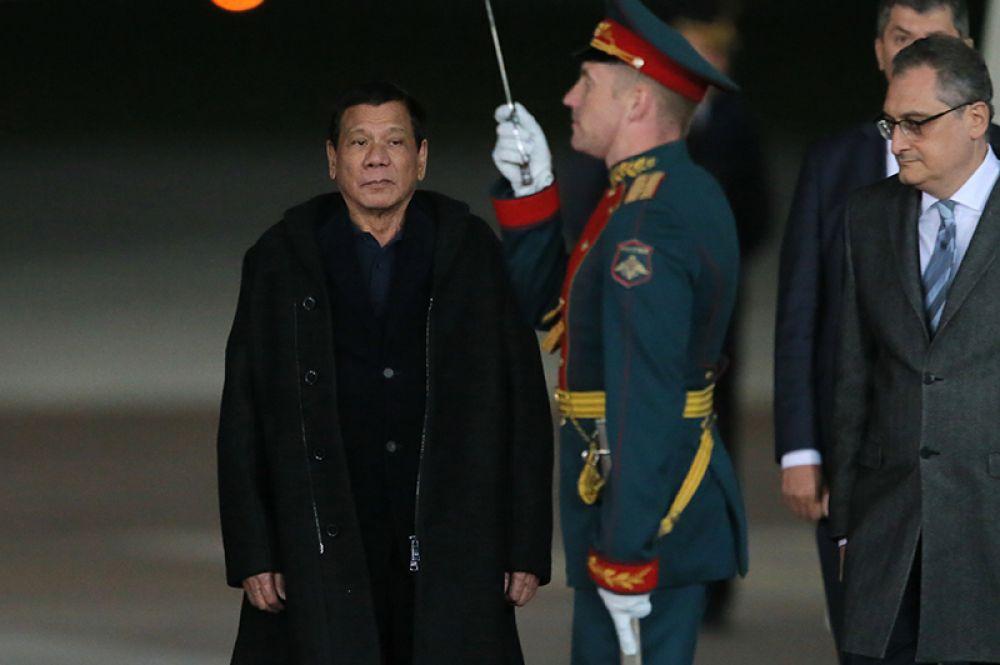 Встреча президента Филиппин Родриго Дутерте в московском аэропорту «Внуково-2».