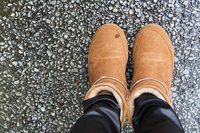 Почему при ходьбе скрипит обувь?