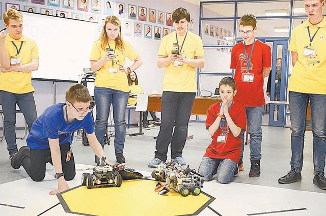 Чей робот круче? Юные инженеры сразились в «Турнире двух столиц»