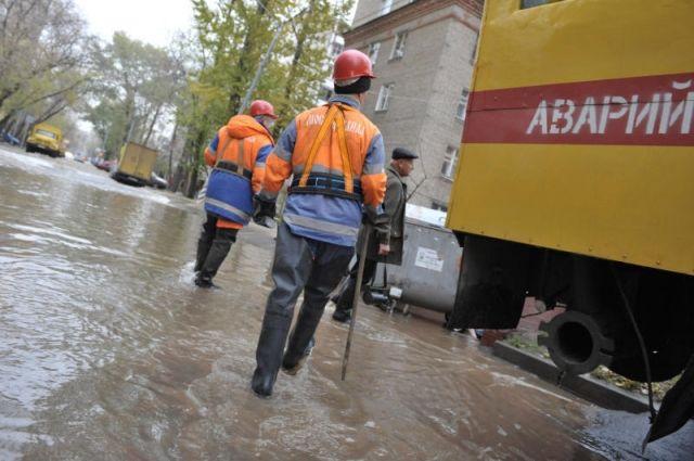 ВБрянске из-за прорыва водопровода обрушалась тротуарная плитка