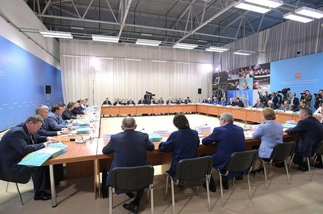 Поддерживать молодых спортсменов можно засчет экспертов  — Путин