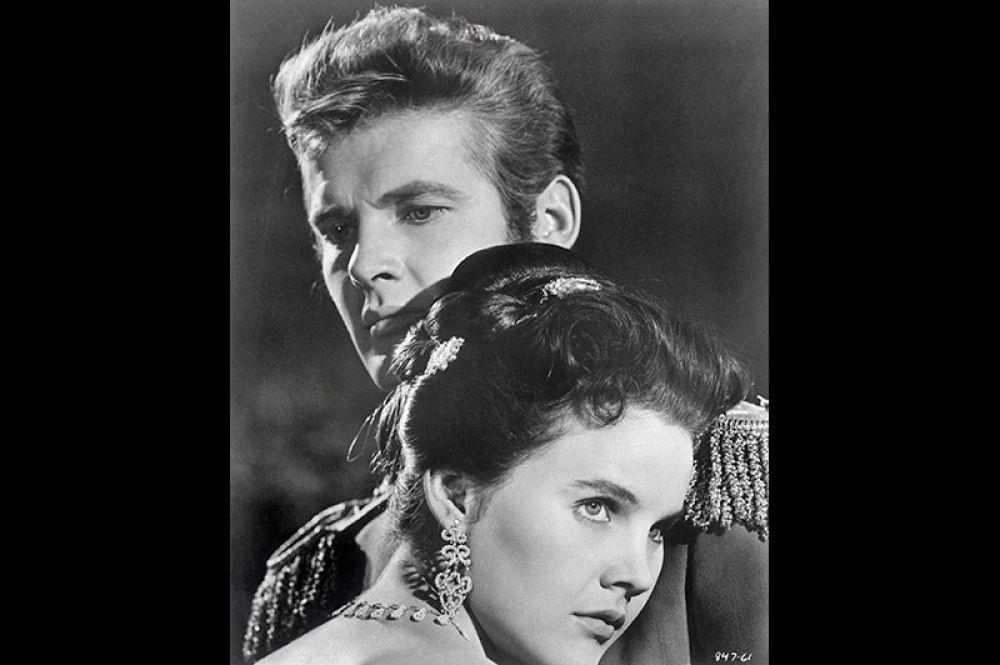 Роджер Мур и Кэрролл Бейкер в фильме «Чудо». 1959 год.