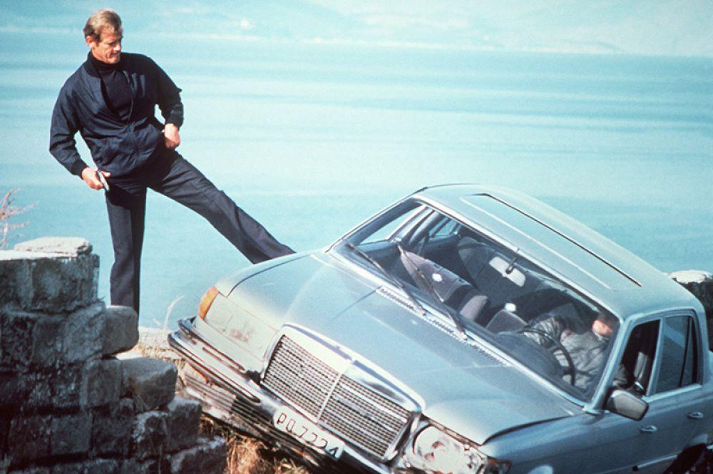 Роджер Мур в роли Джеймса Бонда в фильме «Только для ваших глаз». 1981 году.