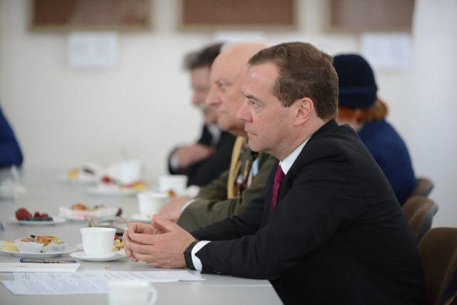 Медведев заявил о необходимости снизить ставку по ипотеке