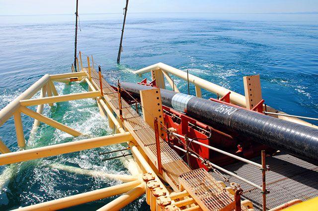Как прокладывают трубопровод по дну моря?