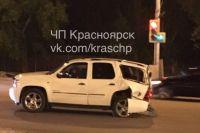 Водитель внедорожника получил небольшие травмы, медики оказали ему помощь на месте.