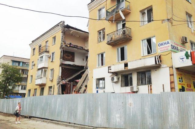 Сейчас решается вопрос о сносе здания и за чей счёт будут проведены работы по очистке территории.