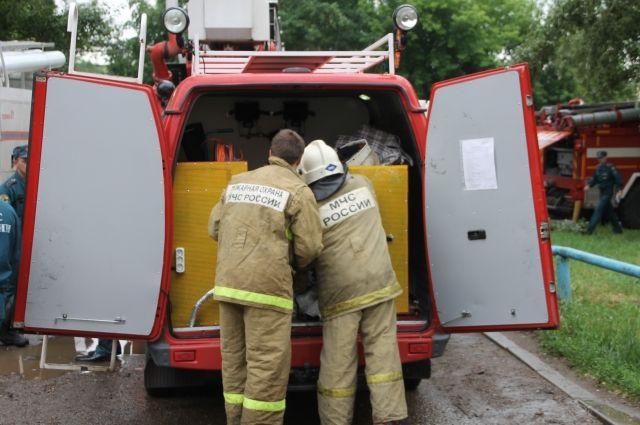 Спасатели привезли специальное оборудование.