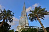 В Дубае построено самое большое здание в мире - небоскрёб «Бурдж-Хали́фа» высотой 828 м.