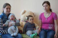 Жительницы приюта для одиноких матерей.